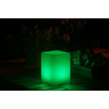 ASZTALI LED lámpa kocka alakú